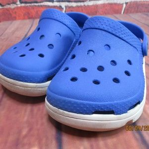 crocs boys blue and white sandals size 10/11
